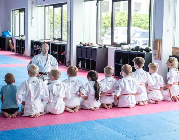 Selbstverteidigung-Kinder-Atrium-Titelbild