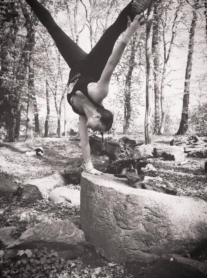 Atrium-Handstand-yasmin faslija